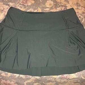 Lululemon skirt size 10 perfect condition!